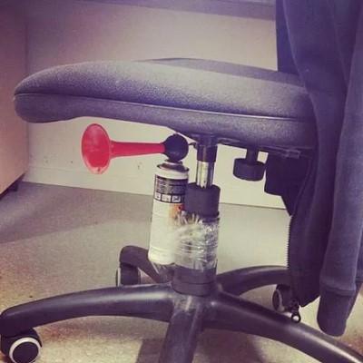 blagues a faire au bureau